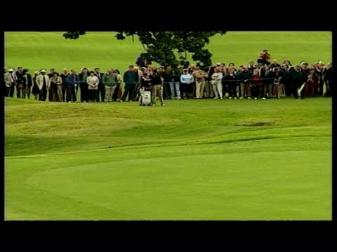vídeos y material grabado en eventos de stock de exterior shots st andrew golf course game in progress - campo de golf links
