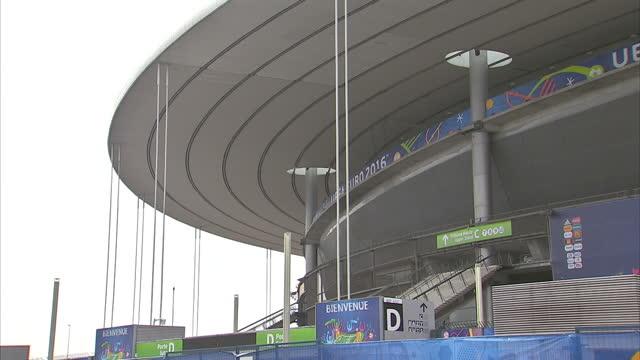 vídeos de stock, filmes e b-roll de exterior shots stade de france football stadium home to psg with euro 2016 branding covering stadium on june 08 2016 in paris france - euro 2016