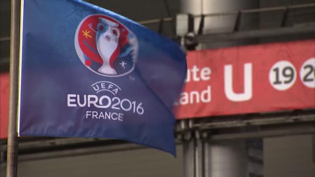 vídeos de stock, filmes e b-roll de exterior shots stade de france football stadium home to psg with euro 2016 branding covering stadium on june 12 2016 in paris france - euro 2016