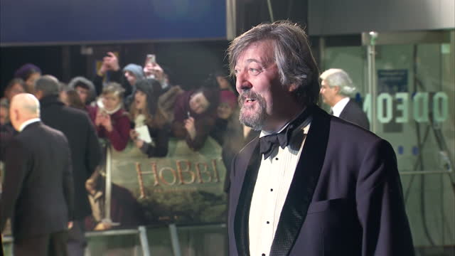 exterior shots stephen fry poses on the red carpet at the premiere of the hobbit, an unexpected journey stephen fry poses on the red carpet on... - stephen fry stock videos & royalty-free footage