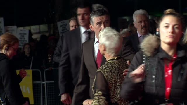 stockvideo's en b-roll-footage met exterior shots steve coogan actor poses with dame judi dench actress on the red carpet for the premiere of philomena steve coogan posing with dame... - steve coogan
