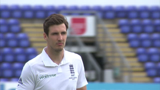 exterior shots steven finn, england cricket player walking across pitch at swalec stadium for team photo ahead of first ashes test match. on july 07,... - チーム写真点の映像素材/bロール