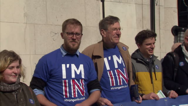 stockvideo's en b-roll-footage met exterior shots stronger in europe campaigners, i'm in campaigners at pro eu rally in london on march 13, 2016 in london, england. - referendum over europese unie 2016