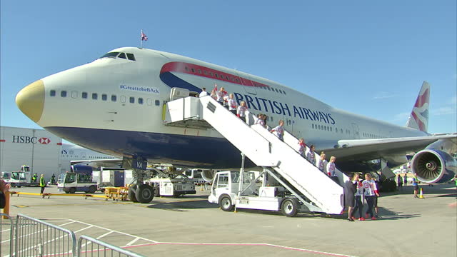 exterior shots team gb athletes walk down steps and pose for team photo in front of british airways flight ba2016 after returning from the rio 2016... - team photo stock videos & royalty-free footage
