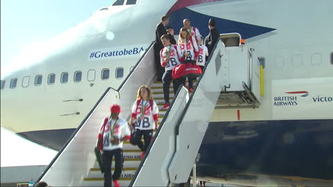 exterior shots team gb athletes walking down steps of british airways flight ba2016 after returning from the rio 2016 olympic games. on august 23,... - homecoming stock videos & royalty-free footage