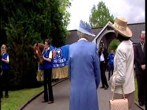 exterior shots the queen lady o'reilly walk around the stud looking at horses meeting stud officials the queen at the irish national stud on may 19... - ウマ科点の映像素材/bロール