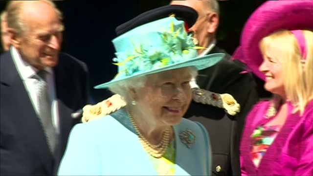 exterior shots the queen & prince philip arrive at matlock station in derbyshire & greeted by guests on the platform. on july 10, 2014 in chatsworth,... - derbyshire stock-videos und b-roll-filmmaterial
