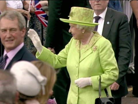 stockvideo's en b-roll-footage met exterior shots the queen prince philip walk past cheering crowds as they arrive in stormont greet various dignitaries queen elizabeth ii diamond... - koningin koninklijk persoon