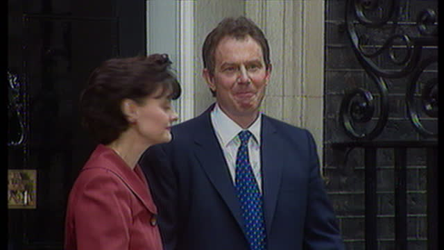 exterior shots tony blair & cherie blair having photo taken on doorstep of no 10 while crowds look on. on may 2nd, 1997 in london, united kingdom. - コベントリー点の映像素材/bロール