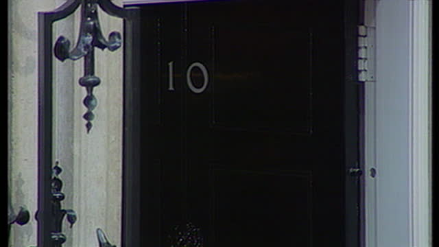 exterior shots tony blair & family say goodbye to supporters & close the door on no 10 downing st. on may 2nd, 1997 in london, united kingdom. - コベントリー点の映像素材/bロール