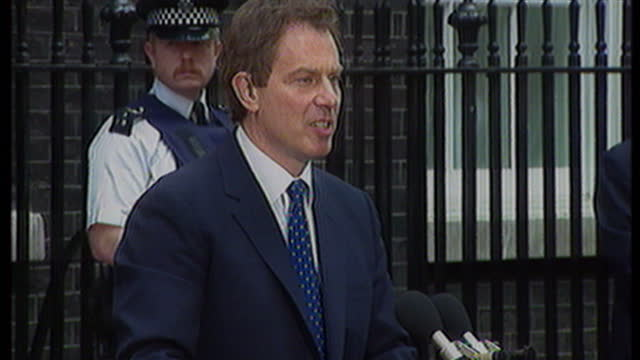 exterior shots tony blair thanks people for their support how he has accepted the queens offer to form a new administration of government with people... - トニー ブレア点の映像素材/bロール