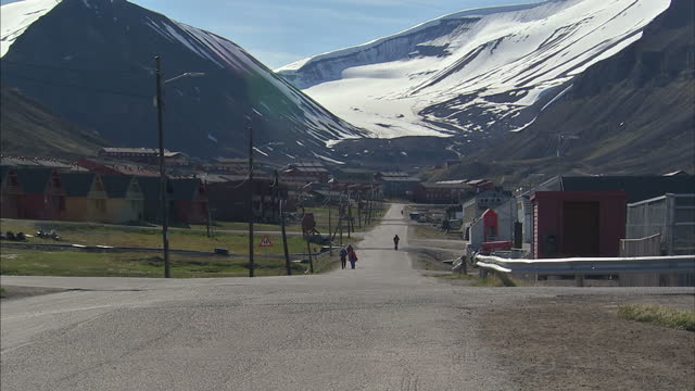 exterior shots town of longyearbyen in the administrative centre of svalbard with people walking around and vehicles driving along street on july 12... - svalbard and jan mayen stock videos & royalty-free footage