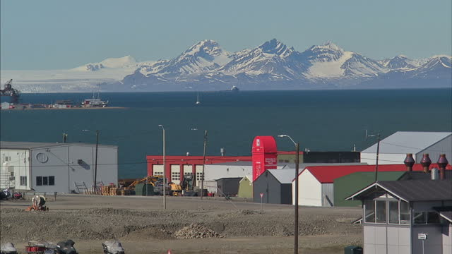 exterior shots town of longyearbyen in the administrative centre of svalbard with small colourful buildings the isfjorden fjord and snowy mountains... - svalbard and jan mayen stock videos & royalty-free footage