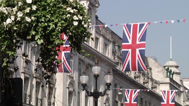 exterior shots union flags hanging in formation along regent street union flags hanging in regent street on april 20 2011 in london england - 50 sekunder eller längre bildbanksvideor och videomaterial från bakom kulisserna