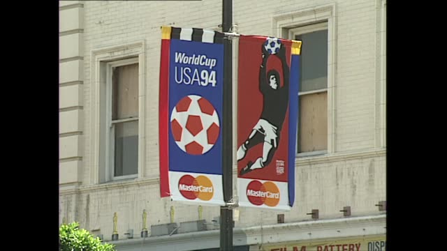exterior shots usa94 usa 1994 world cup football flags on street pillar traffic with soccer football 1994 world cup banners on 16 june 1994 in los... - 1994 stock-videos und b-roll-filmmaterial