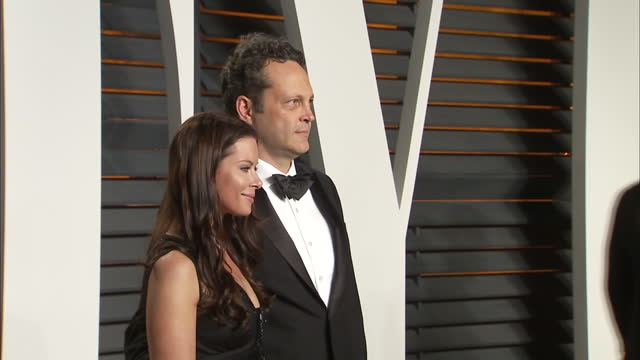 exterior shots vince vaughn, actor on vanity fair red carpet says 'chris did a good job' and poses for photographers with wife kyla weber. on... - vince vaughn stock videos & royalty-free footage