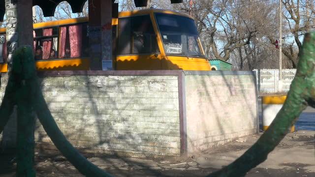 stockvideo's en b-roll-footage met exterior shots vuhlehirsk donetsk oblast town street scenes exterior shots adverts on wall for transport to moscow rostov kharkiv exterior shots... - staakt het vuren