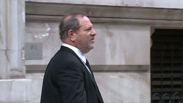 vidéos et rushes de exterior showing harvey weinstein, film company owner posing for photocall outside the foreign office - emma freud