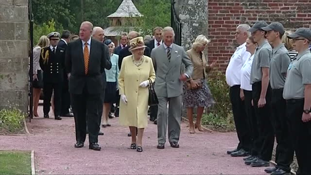 stockvideo's en b-roll-footage met exterior showing queen elizabeth prince charles prince philip and camilla walking through gardens on july 02 2014 in dumfries scotland - dumfries en galloway