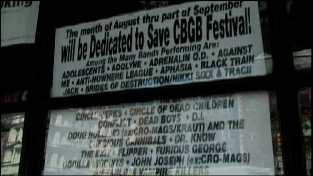 vídeos de stock e filmes b-roll de exterior signs for the save cbgb benefit and the gallery in nyc - música punk