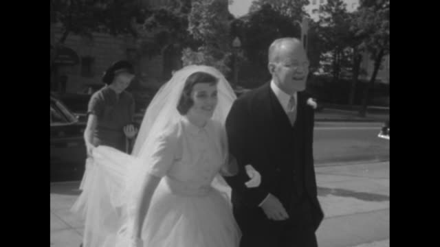 vídeos de stock, filmes e b-roll de exterior st john's episcopal church / plaque with historical information / bride mary jane badger and father walk to church and enter / senator... - papel em casamento