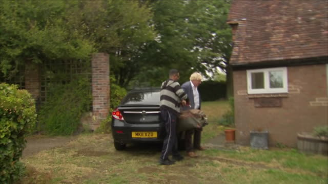 exterior view of boris johnson as he arrives home in a taxi and is handed his bag and enters his house as the burka row continues on august 12 2018... - burka stock videos & royalty-free footage
