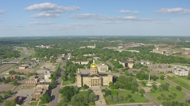 ws aerial pov exterior view of iowa state capitol in city / des moines, iowa, united states - dome stock videos & royalty-free footage
