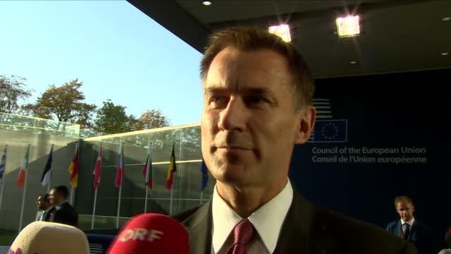 exterior view of jeremy hunt arriving at the foreign affairs council meeting in luxembourg and being interviewed about brexit on october 15 2018 in... - 政治家 ジェレミー ハント点の映像素材/bロール