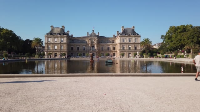 stockvideo's en b-roll-footage met ws exterior view of luxembourg palace with pond and garden, paris, france - 17e eeuw