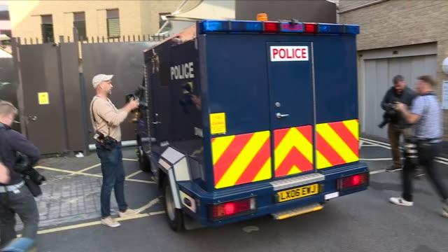 exterior view of photographers scrambling as police security van carrying terror suspect salih khater arrives on 20th august 2018 at westminster... - scrambling bildbanksvideor och videomaterial från bakom kulisserna