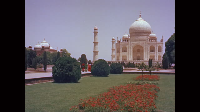 ws exterior view of taj mahal / agra, uttar pradesh, india - mausoleum stock videos and b-roll footage