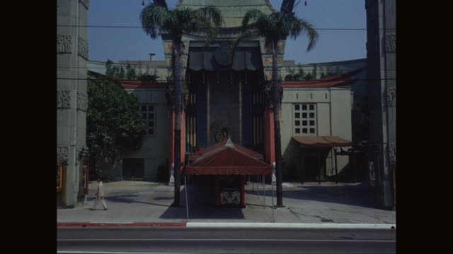 ms td exterior view of tcl grauman's chinese theatre / hollywood, los angeles, california, united states - anno 1950 video stock e b–roll