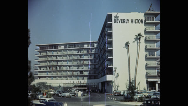 stockvideo's en b-roll-footage met exterior view of the beverly hilton hotel, los angeles, california, usa - beverly hilton hotel