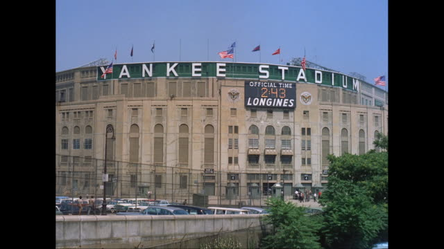 WS Exterior view of Yankee Stadium / New York City, New York State, United States