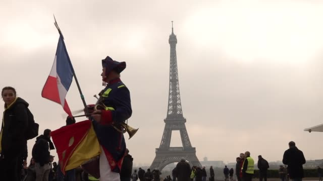 exterior views of a yellow vest protester dressed in napoleonic soldiers uniform with french flag and playing a drum at the place de trocodero with... - waistcoat stock videos & royalty-free footage