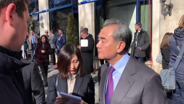 exterior views of an interview by alistair bunkall from sky news of the chinese foreign minister wang yi outside the munich security conference,... - 王点の映像素材/bロール