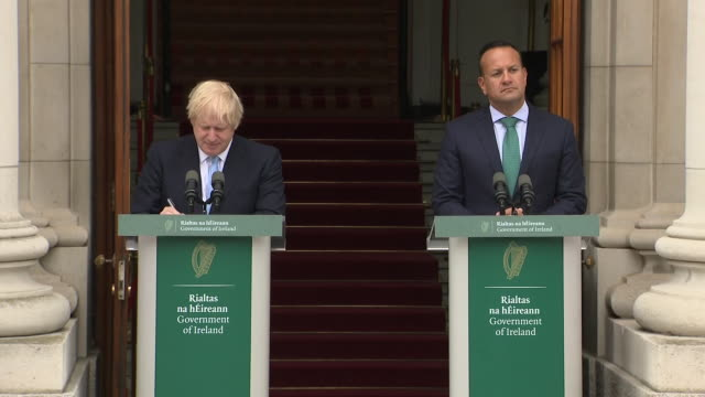 exterior views of boris johnson fiddling about with his jacket hair and pulling some faces as leo varadkar answers a question at a joint press... - boris johnson stock videos & royalty-free footage