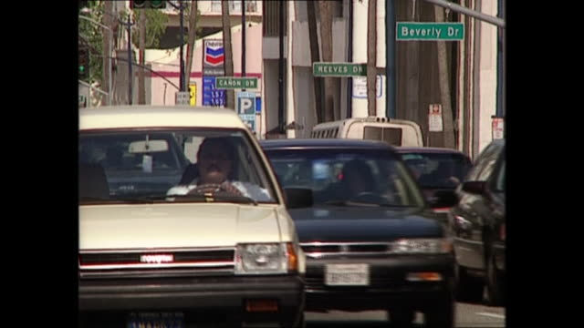 stockvideo's en b-roll-footage met exterior views of cars driving in beverly hills and rodeo drive road signs on 3 june 1997 in los angeles, united states. - beverly hills californië