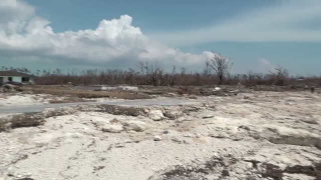 vidéos et rushes de exterior views of destruction caused by hurricane dorian including view of coastline and damage to church roof on 6 september 2019 in high rock... - bahamas