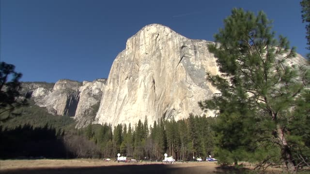 exterior views of el capitan rock formation in yosemite national park on 15 january 2015, in yosemite national park, united states. - カリフォルニアシエラネバダ点の映像素材/bロール