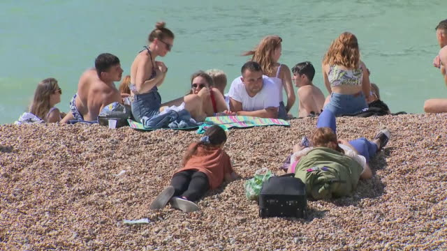 GBR: Hot weather continues as people flock to beaches