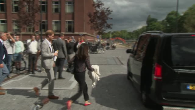 vídeos de stock, filmes e b-roll de exterior views of prince harry, duke of sussex leaving after the launch of a responsible eco tourism initiatve travalyst on 3 september 2019 in... - eco tourism