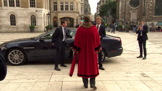 exterior views of prince harry, the duke of sussex arriving and beeing greeted at the guildhall to celebrate the 5th anniversary of the invictus... - town hall stock videos & royalty-free footage
