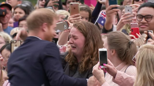 exterior views of prince harry the duke of sussex on a walkabout at melbourne's royal botanic gardens and meeting royal fan university student india... - principe harry video stock e b–roll