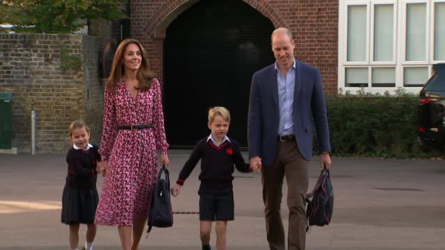exterior views of princess charlotte arriving for her first day at thomas's battersea school accompanied by her parents the duke and duchess of... - キャサリン妃点の映像素材/bロール