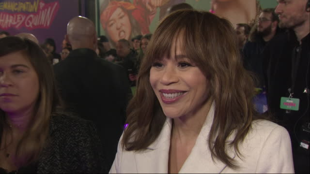 stockvideo's en b-roll-footage met exterior views of rosie perez being interviewed on the red carpet at the bird of prey world premiere in london, united kingdom on 29 january 2020. - rosie perez
