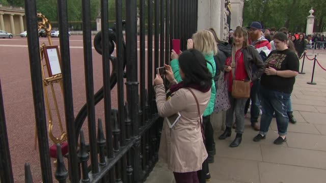 Exterior views of the general public and tourists queuing up and taking photos of the Official Royal baby announcement of The Duke and Duchess of...