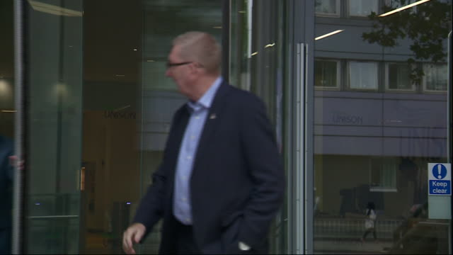 stockvideo's en b-roll-footage met exterior views of the unite general len mccluskey leaving the unison building and being asked how the meeting went on 8 july 2019 in london united... - vakbond