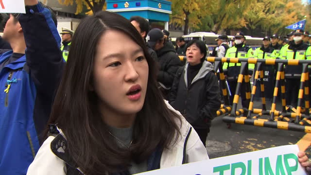 exterior vox pop soundbites with women taking part in a demonstration against president's trump's official visit to south korea speaking about... - corea del sud video stock e b–roll