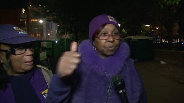 vídeos de stock e filmes b-roll de exterior vox pops with clinton supporters at a rally in philadelphia on november 08 2016 in philadelphia pa - partido democrático eua